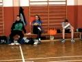 Trainerbank und gebrochener Arm